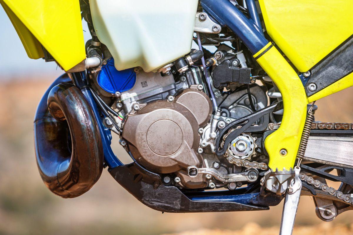 Prueba Husqvarna TE 250i Power Parts 2021: Power Husky