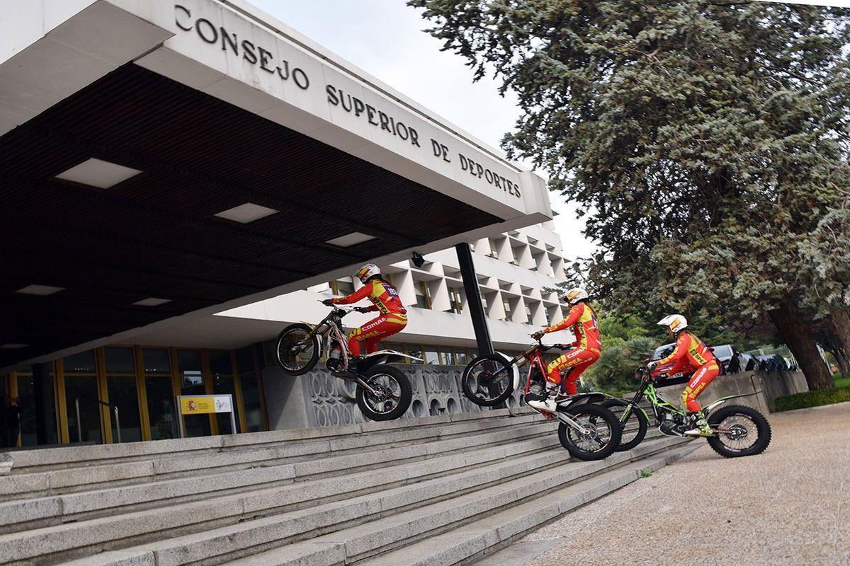 Las pilotos del Trial de las Naciones visitan el CSD