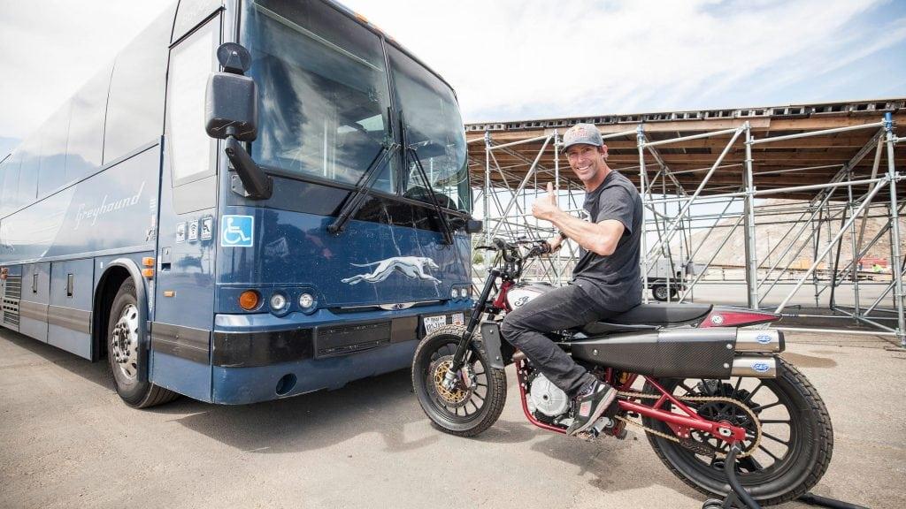 Travis Pastrana rememora al famoso saltador Evel Knievel