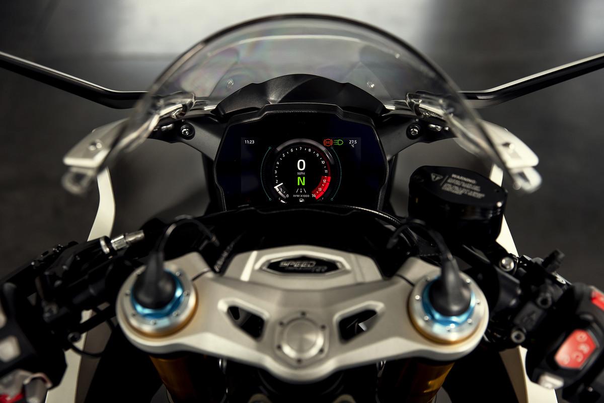 Triumph Speed Triple RR: deportiva clásica con 180 CV