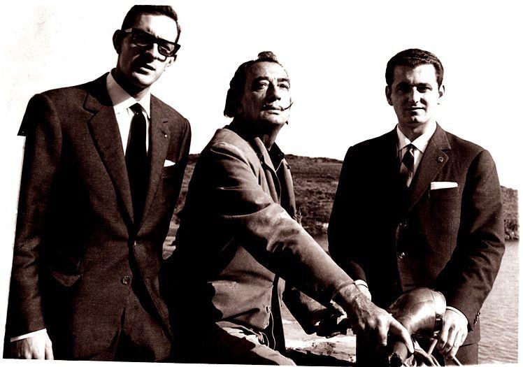 Salvador Dalí pintó la Vespa 150 con la que Antonio Veciana y Santiago Guillén dieron la vuelta al mundo en 79 días en 1962.