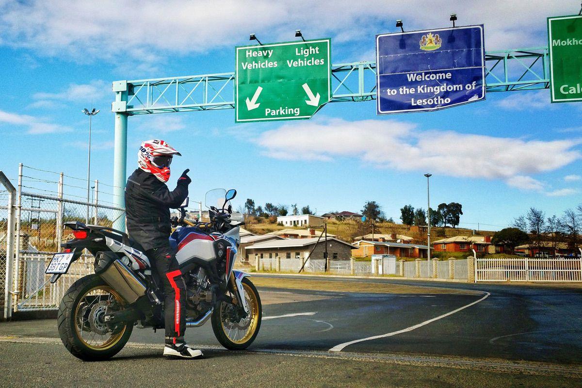 Viajar en moto fuera de España