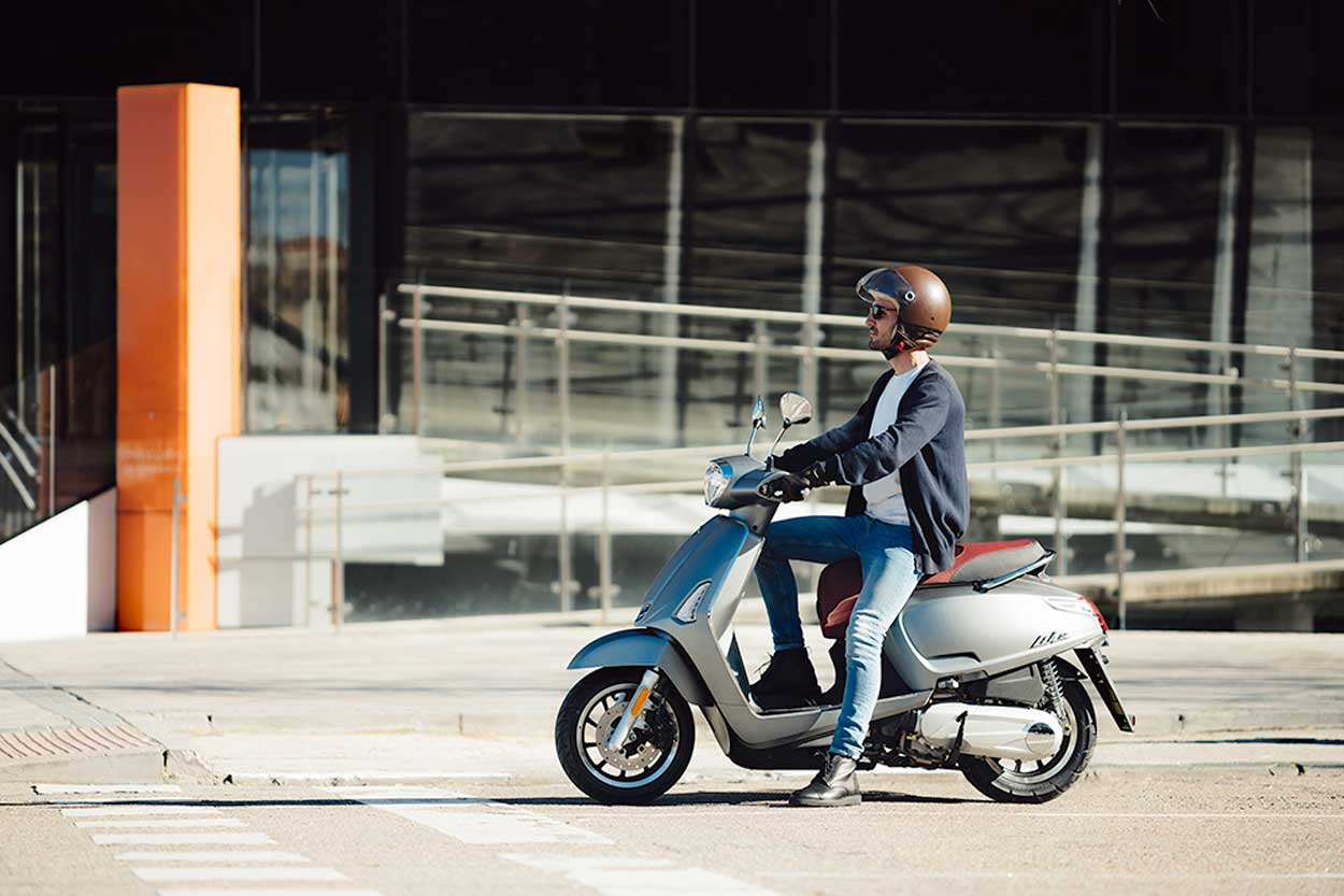 Campaña Usa la Moto, promovida por Anesdor