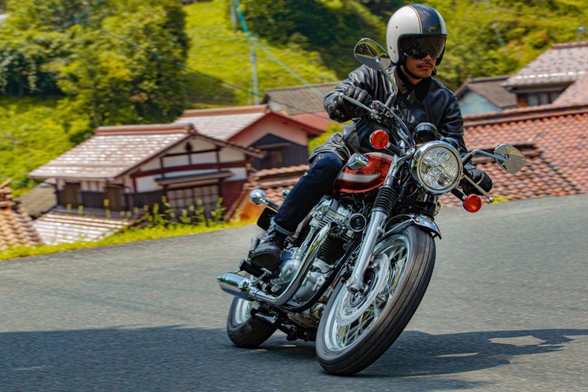 Kawasaki renueva dos de sus icónicos modelos: la Z900 RS y la W800