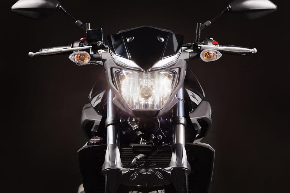 Faro delantero de la Yamaha MT 03