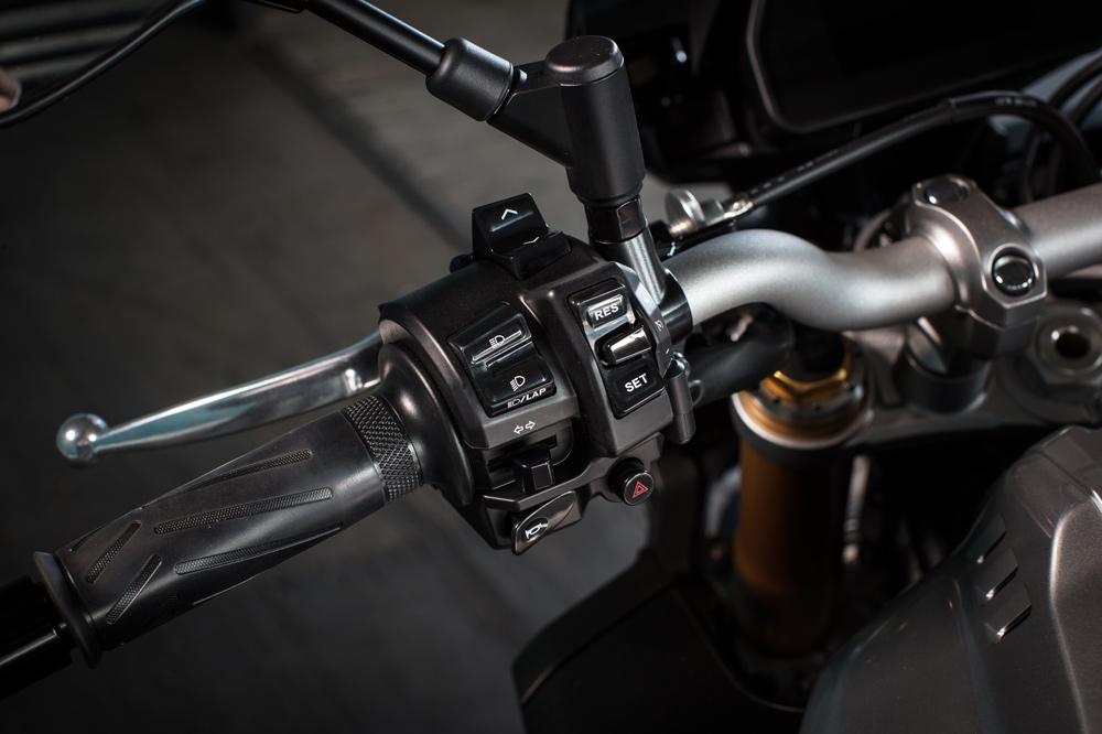 Yamaha MT10 SP 2017, electrónica