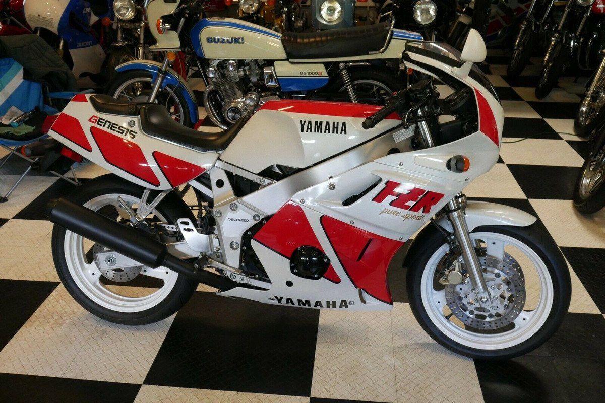 La moto de tus sueños: una Yamaha FZR 400 de 1989 como nueva