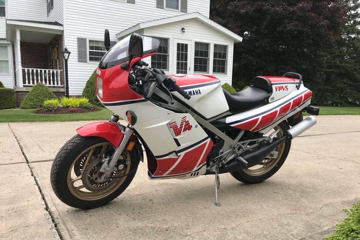 La moto de tus sueños: venden una Yamaha RD500LC, la 500 de calle