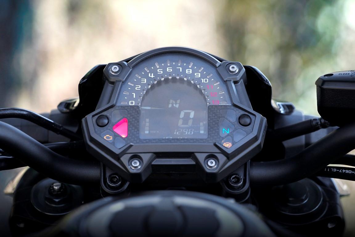 Kawasaki Z900 instrumentación
