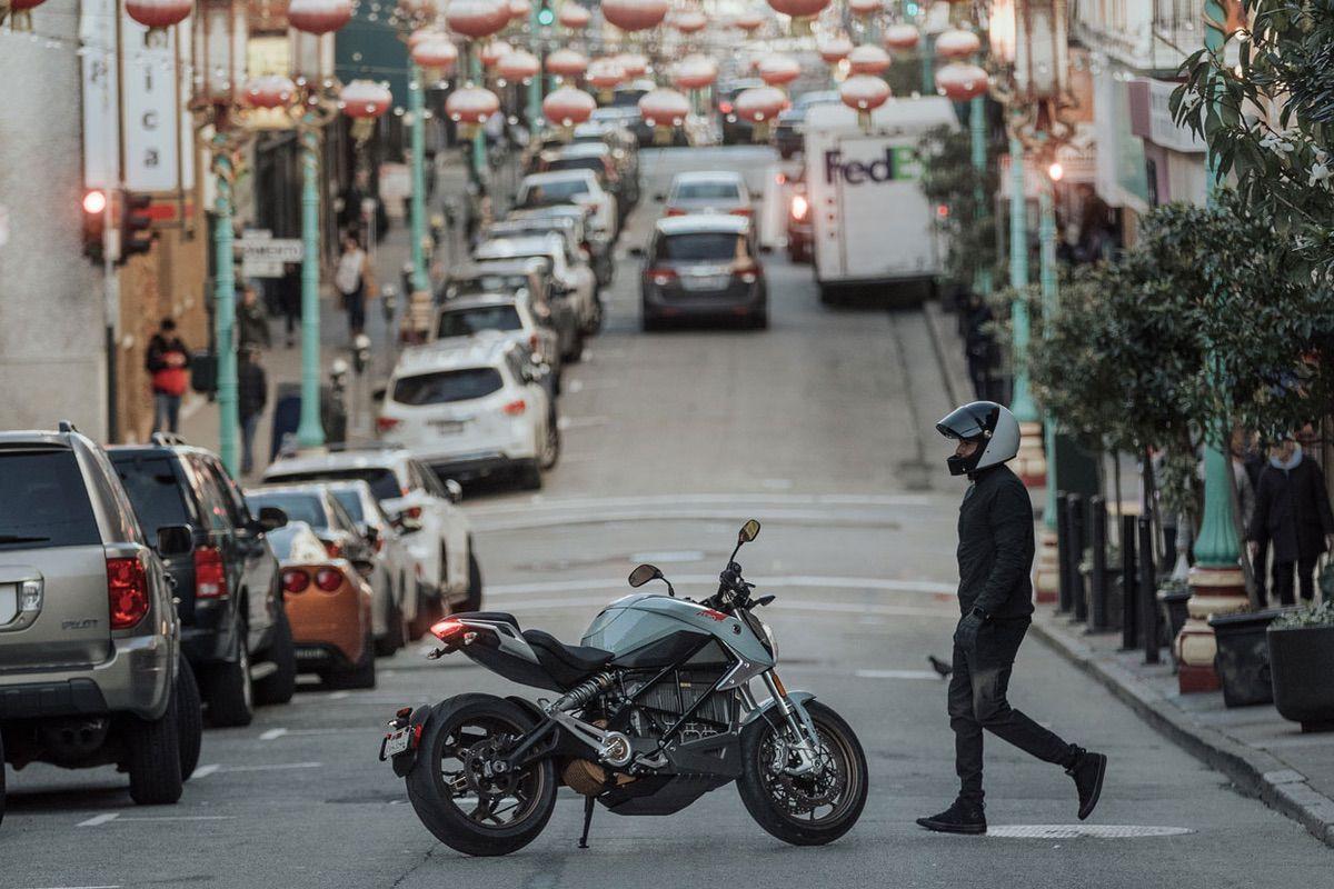 Encuesta: ¿Son útiles las motos eléctricas en ciudad?